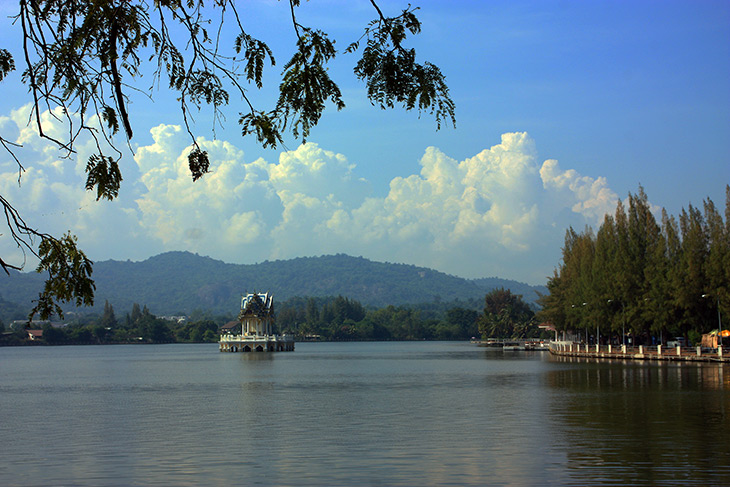 khao tao lake and shrine, hua hin, thailand, travel