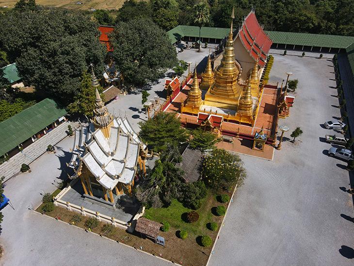 Wat Phrathat Ha Duang, Lamphun